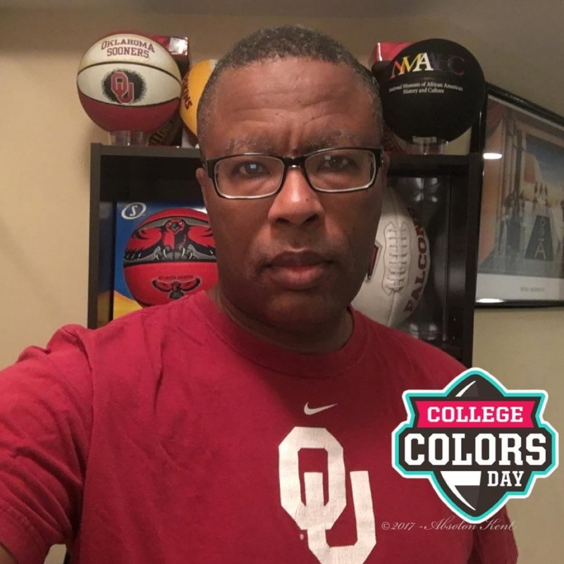 It's College Colors Day and I'm with OU!